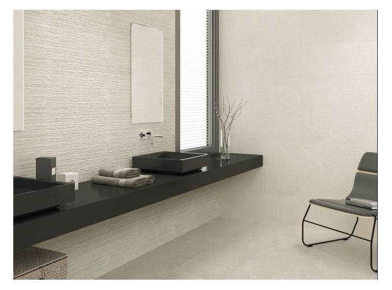 Très beau carrelage sol et mur, en ton naturel et plusieurs formats et structures 3D pour une salle de bains de rêves.
